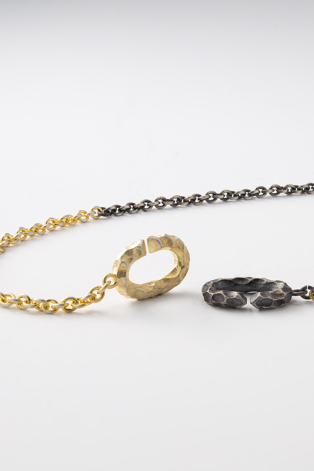 Black and Gold Clasp Design Necklace Ver.crater